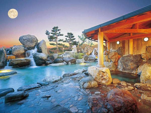 【庭園露天風呂】 ※大自然をバックに心行くまで露天風呂をお楽しみください。