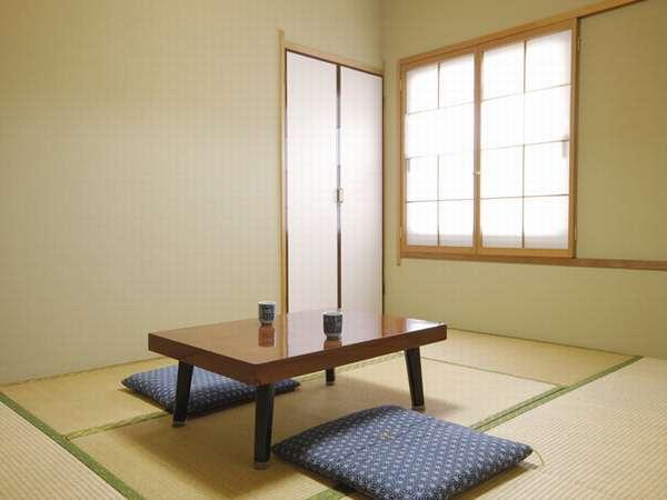 【和室A 6畳】和室ならではの風情と落ち着きに癒されます。緑豊かな静かな立地。