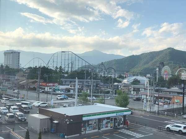 お部屋から見える富士急ハイランド