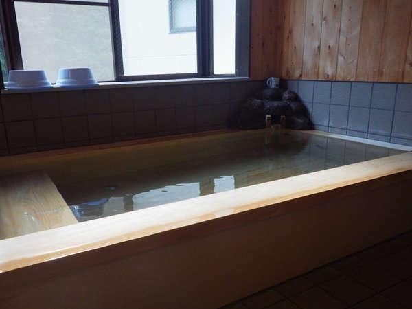 ≪内湯≫当館の美人湯は源泉100%、純粋な龍神温泉はトロッとした湯が特徴です。