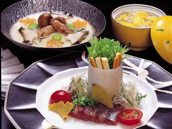 彩り豊かで味わい深く、目でも楽しめる創作和膳は、旅の上級者に人気です♪~