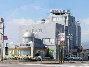 函館の玄関にあたる交通の要所に位置。徒歩1分にコンビニあり。