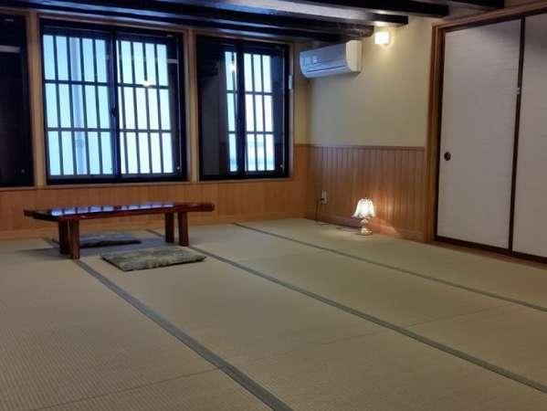「たかつぼ」2階12畳客室。広々としたお部屋でごゆっくりとお過ごし下さい