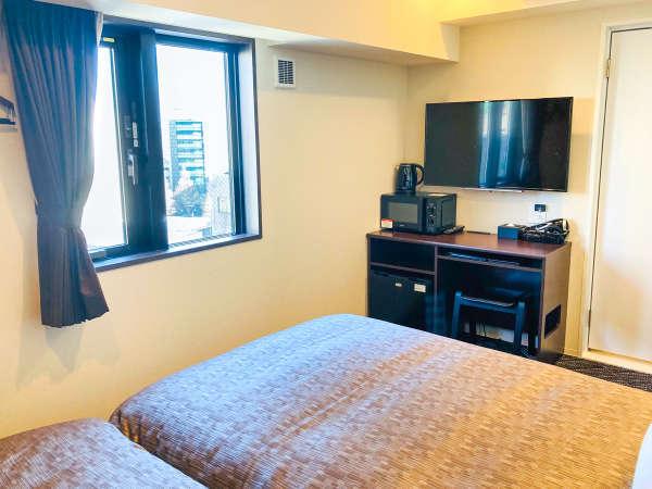 【客室一例】全客室の加湿機能付空気清浄機・電子レンジ・電子ケトル・スランバーベッドを標準設置