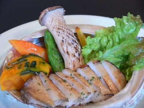 【別注料理】鮑のステーキ◆一人前 2,700円(税込)