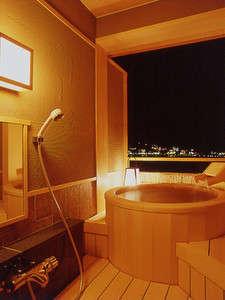 客室露天風呂『檜』夜の河口湖は絶景!