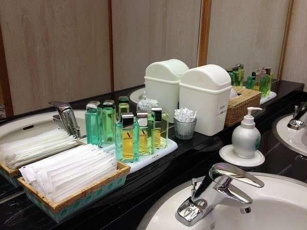男性風呂洗面台【アメニティ 整髪料・コーム・麺棒 など】