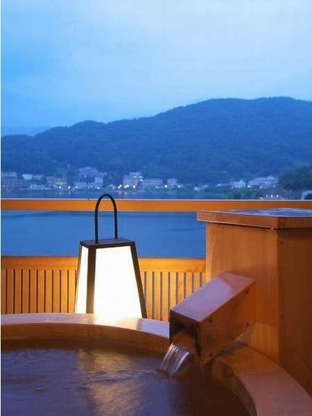 客室露天風呂【檜】河口湖の景色を満喫♪