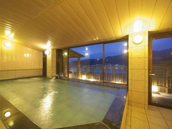 展望風呂「天女の湯」最上階にあり、河口湖を一望できます♪