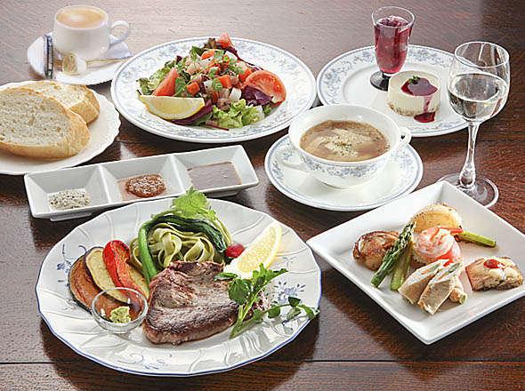 夕食の一例です。美味しい空気、美味しい料理をコースでお召し上がりください。