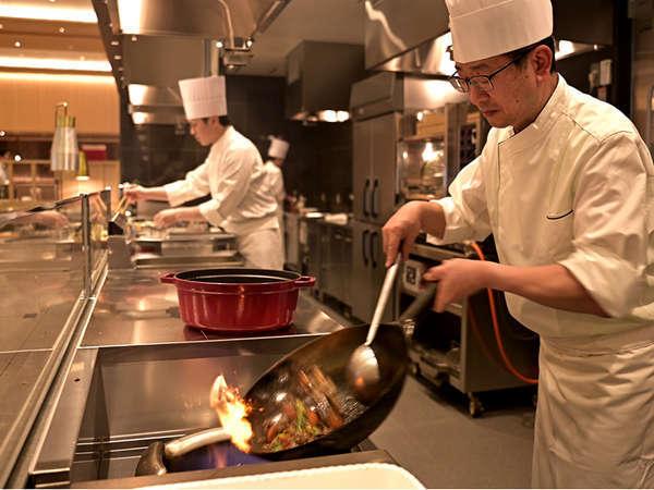 【エンターテイメント×ビュッフェ】オープンキッチンでは出来立ての美味しさをお届けします!