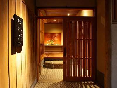 八坂の塔の麓に佇む宿 静寂と美食を楽しむ 京小宿 八坂ゆとね