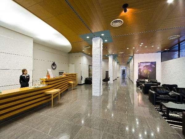 ☆ホテルフロントロビー☆ 笑顔でお客様をお出迎え致します。お気軽にお声をおかけ下さい。