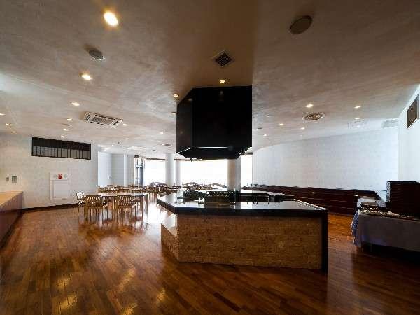 ☆レストラン(アザレア)☆ 大きな窓から雄大な景色を一望できるレストランで料理をお楽しみ下さい♪