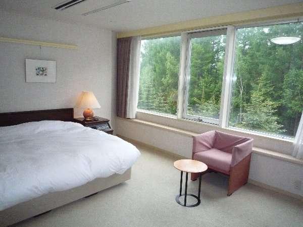 ☆ダブルルーム☆1820mm幅の広々としたクイーンサイズのベッドでゆったりとお寛ぎ下さい♪