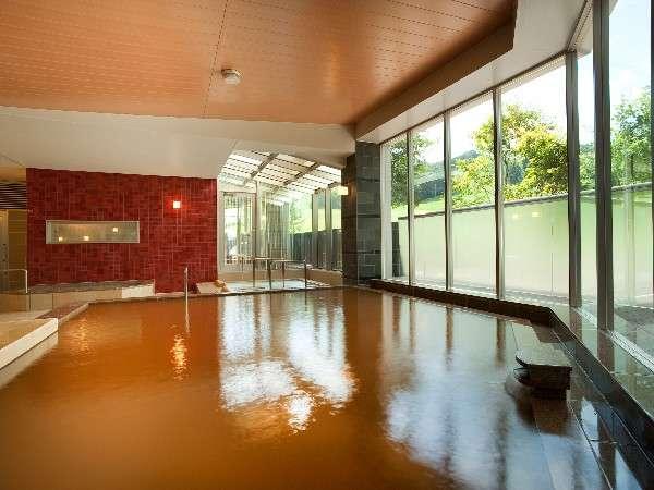 【金の湯・内湯】清潔感溢れる大浴場は源泉かけ流し。ゆったり温まれます。