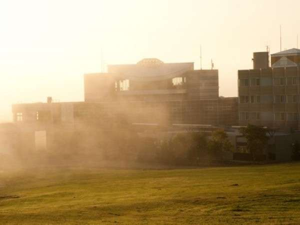 ☆外観(朝もや)☆冬の朝、天気がよく気温が下がっているとき見られる光景です♪