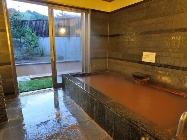 ◆【貸切風呂】広々とした内湯もあります。