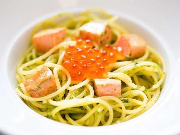 ◆ご夕食<洋食コース/パスタ >サーモンとイクラのジェノバソース