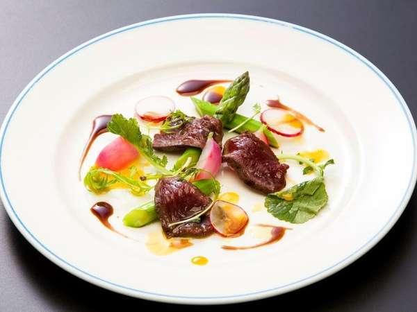 ◆ご夕食<洋食コース/前菜>  網走産エミューのタリアータ バルサミコソース