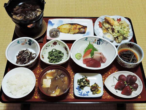 *夕食一例/肘折名産品のきのこや山菜をふんだんに使った郷土料理をお楽しみください。