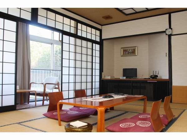 和室タイプのゆっくりとおくつろぎいただけるお部屋となっております。