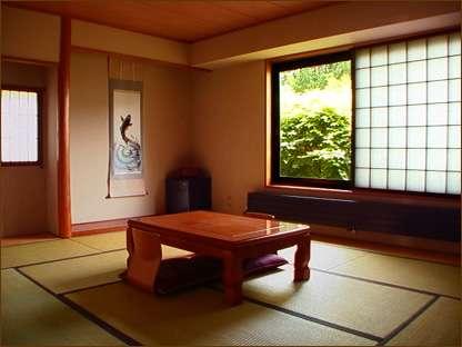 10畳の落ち着いた和室。