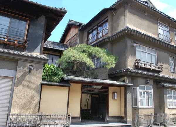 登録有形文化財の宿 西山本館の外観