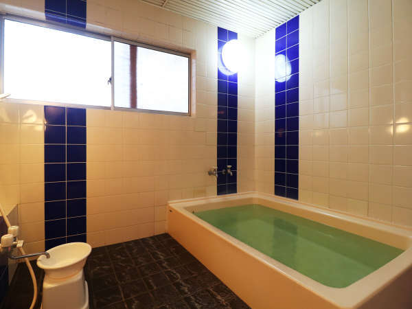 【男湯】2~3名は入れるお風呂