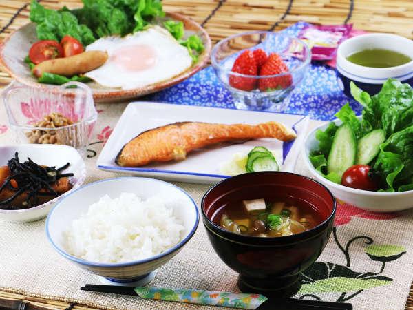 【朝食】和食をご用意、野菜は自家栽培の採れたて♪