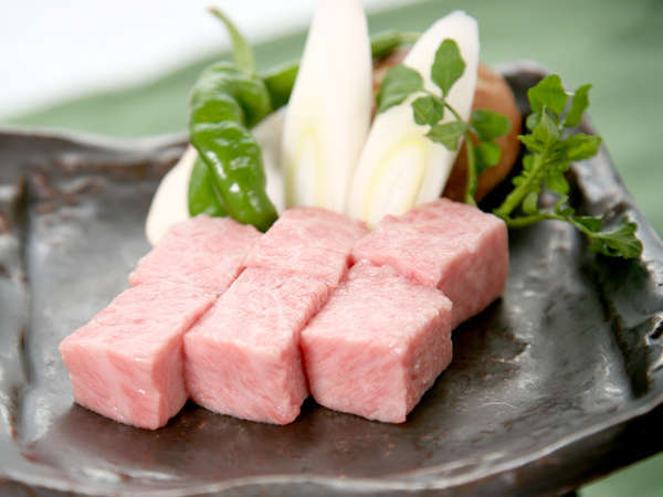 若狭牛の陶板焼き!細かいサシが入った柔らかい上質のお肉をご堪能下さい。