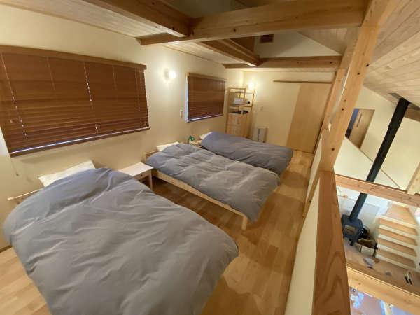 リビングの吹抜けにつづく3ベッドルーム(20㎡)