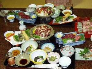 特産のいのぶた料理や川魚が楽しめます