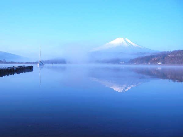 世界遺産の富士山がキレイに水面に映る景観が素敵な山中湖☆