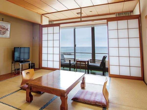 全てのお部屋から、雄大な日本海を一望することができます。