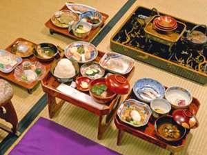 豪農が勝山藩主をもてなしたときの料理レシピ基に再現しました。