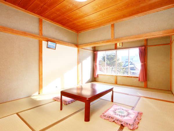 【本館】8~10畳◆暖かさを感じるお部屋です