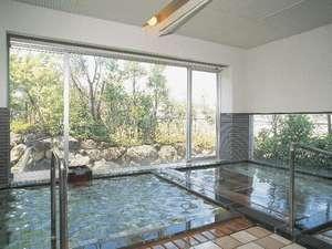 温度差のある全身浴と寝湯の温泉大浴場