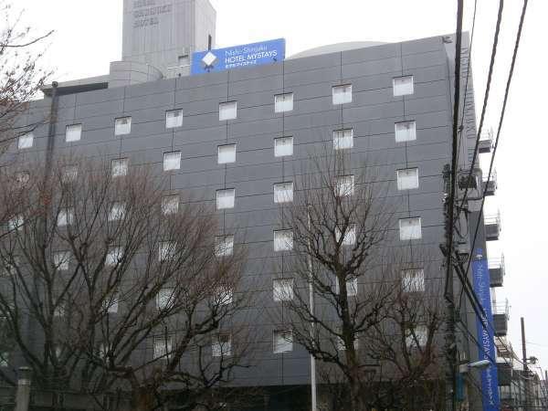 屋上の青い看板が目印です。