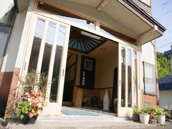 本館 春山荘の外観