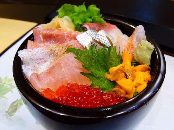 【地元密着型宿泊プラン】【平日限定】夕食は地元お寿司屋さんの海鮮丼で舌鼓♪