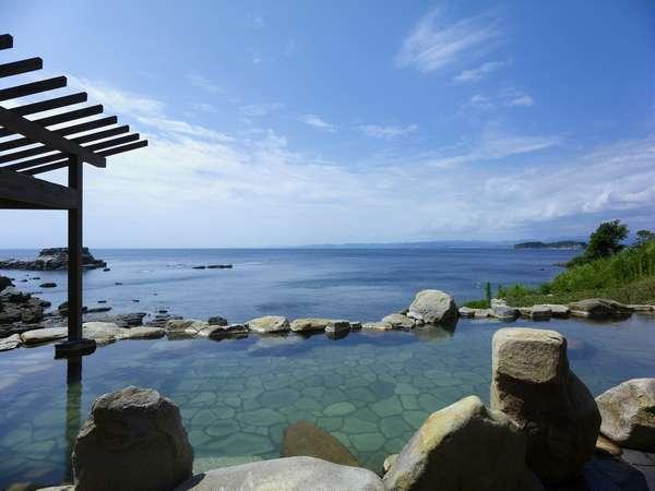 【混浴露天風呂「浜千鳥の湯」】和歌山に1つしかない混浴風呂 大海原を同じ目線で一望頂けます。