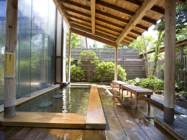 【露天風呂】木漏れ日が差し込む露天風呂(5:00~24:00)