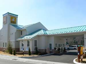 ファミリーロッジ旅籠屋・韮崎店の外観