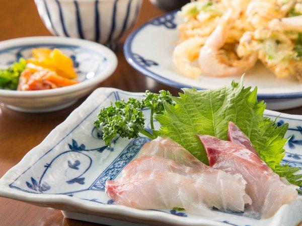 <夕食一例>富山ならではの食材を中心に日替わりで登場☆a
