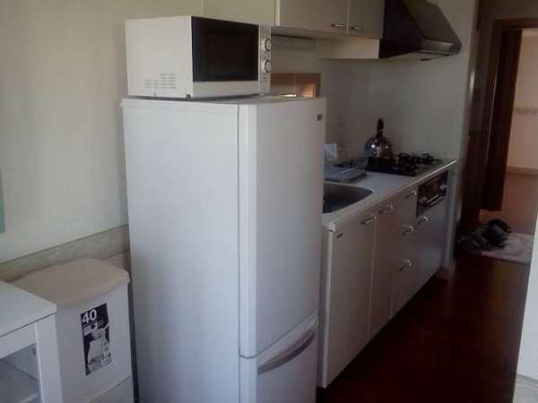 キッチン 冷蔵庫、電子レンジ、炊飯器など調理器具が充実完備