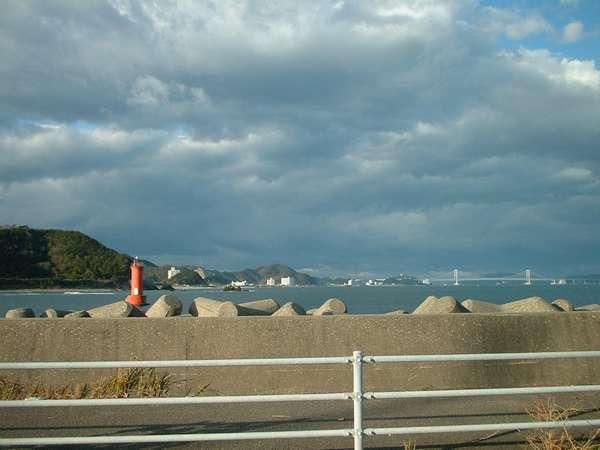 岡崎海岸を眼下に大鳴門橋・淡路島を望む景色は最高