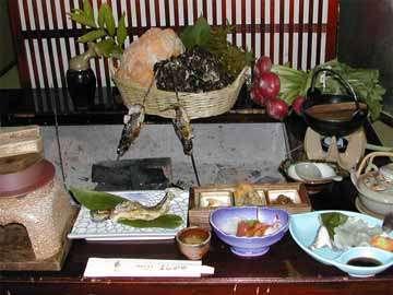 ◆ご夕食例◆旬の食材(きのこ・五箇山豆腐・自家製野菜・岩魚など)を使った田舎料理をご用意致します。