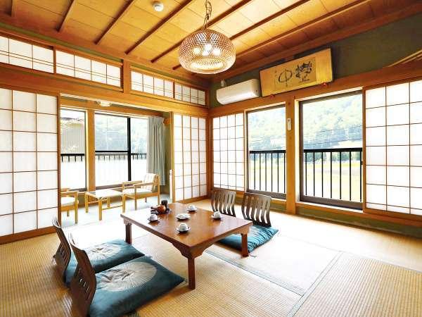*【お部屋一例】山々を眺望できる落ち着いた和室です。※写真は一例です。