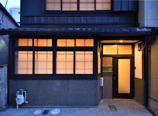 京都ゲストハウス 薩婆訶 SOWAKAの外観